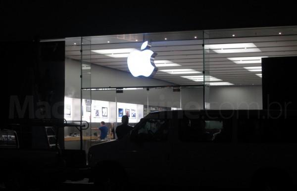 Apple Store da Chestnut St. em San Francisco sendo fechada