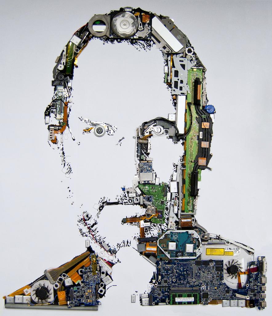 Retrato Steve Jobs com peças de um MacBook Pro