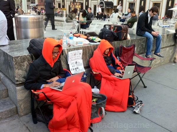 Fila para o iPhone 4S em Nova York