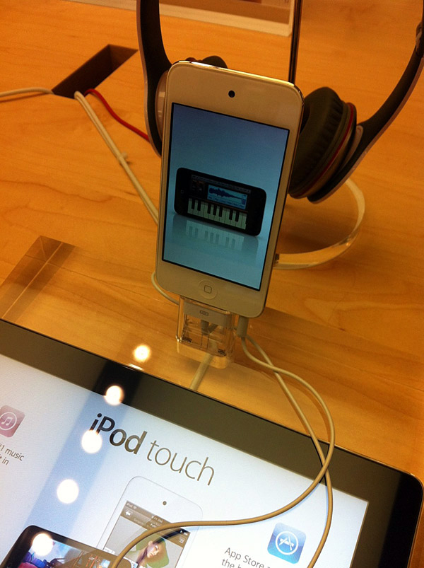 iPod touch branco em Apple Retail Store