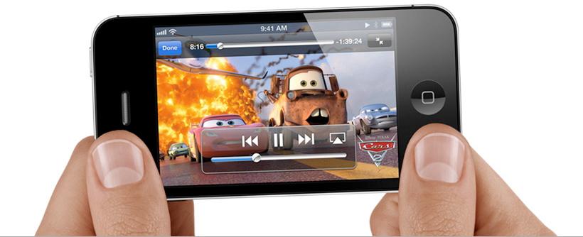 iPhone 4S vendo um filme nas mãos