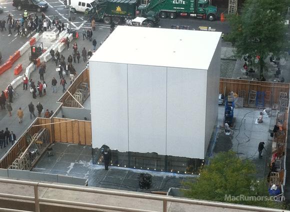 Trabalhadores no cubo da Apple