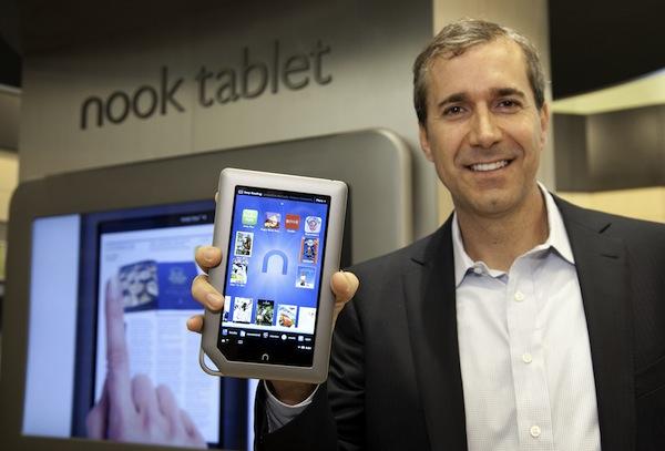 Barnes & Noble CEO William Lynch e NOOK Tablet