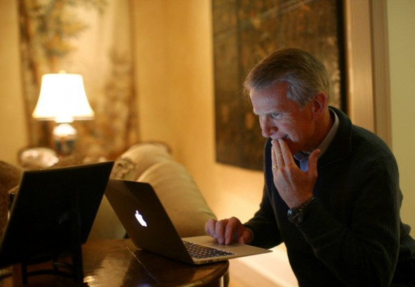 Ray Lane, presidente da HP, usando um MacBook Air