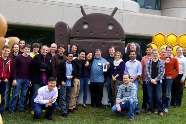 Steve Woz Wozniak com seu Galaxy Nexus