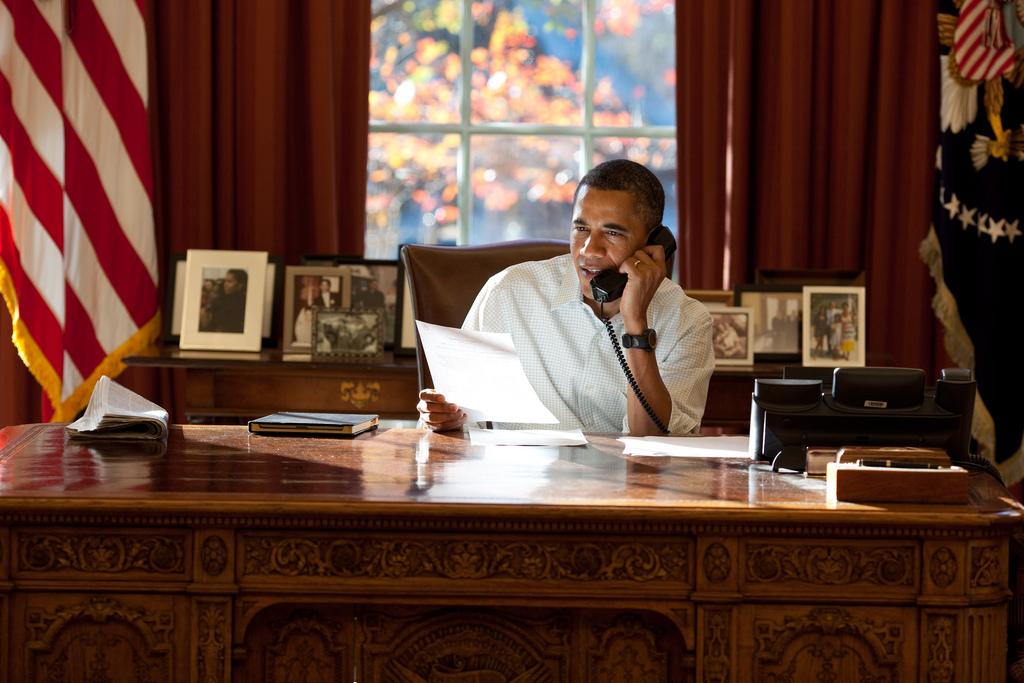 Barack Obama fazendo ligação de Ação de Graças