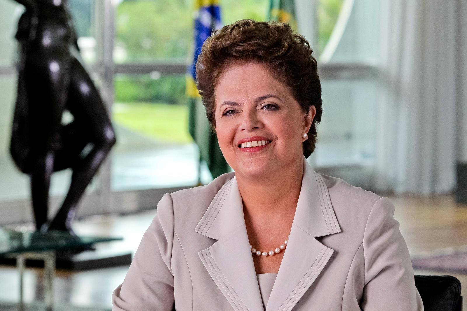 Presidente Dilma Rousseff sorrindo
