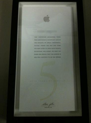 Placa comemorativa por 5 anos de trabalho para a Apple