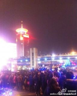 Fila para o lançamento do iPhone 4S, na China