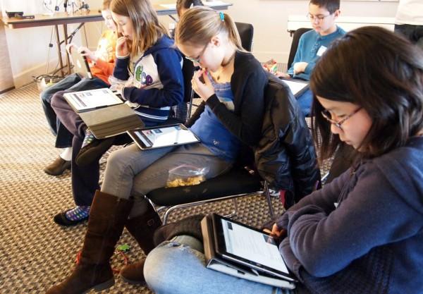 Alunos em escola com iPads