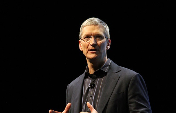 CEO da Apple, Tim Cook gesticulando