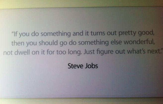 Citação de Steve Jobs no campus da Apple