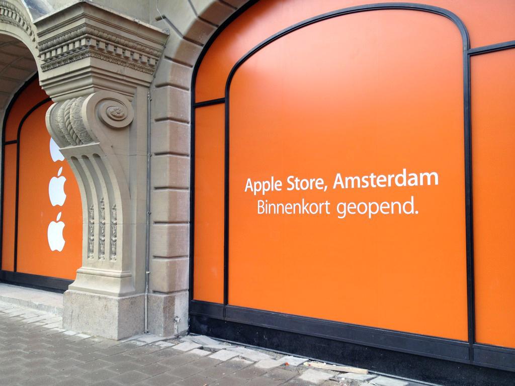 Apple Retail Store de Amsterdã com tapumes