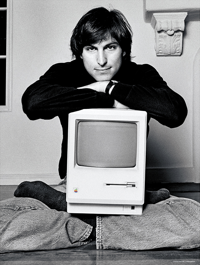 Steve Jobs com o Macintosh no seu colo, por Norman Seeff