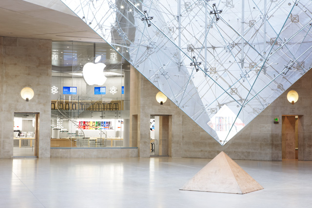 Apple Retail Store do Carrousel du Louvre, em Paris (França)