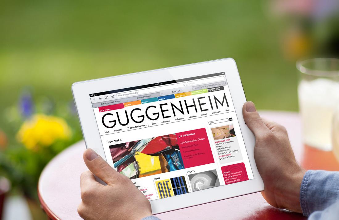 iPad sendo usado para leitura/navegação na web