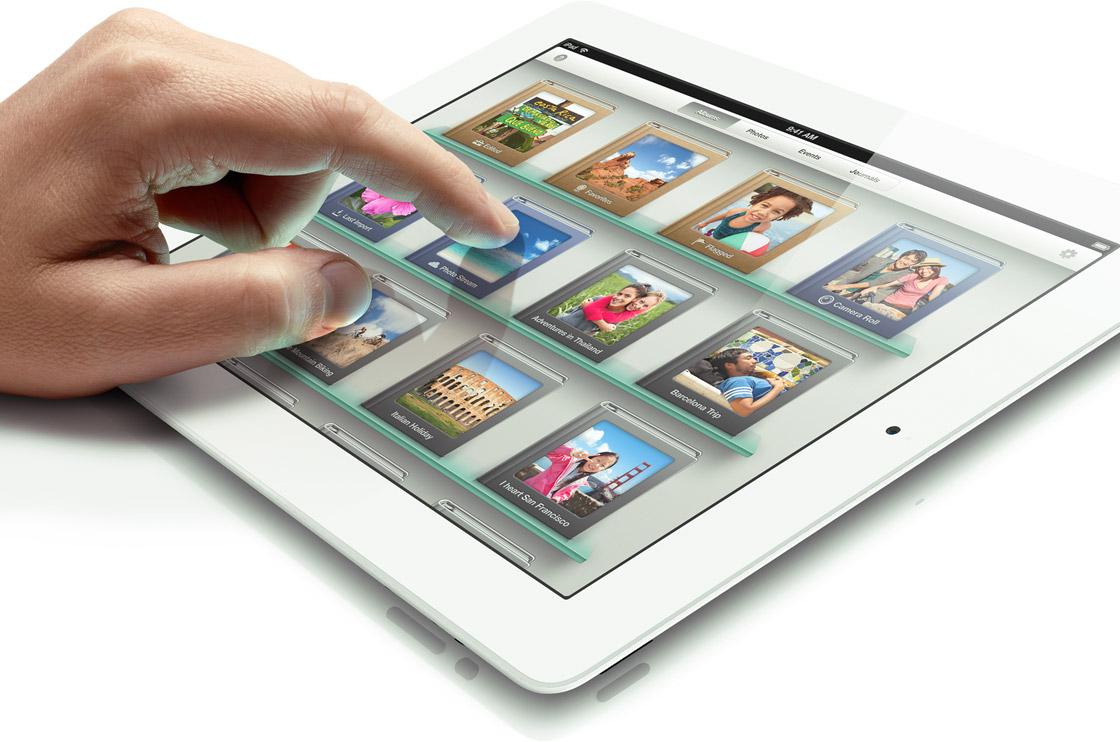 Mão tocando no novo iPad