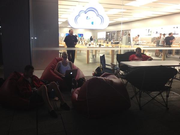 Fila do novo iPad na Austrália