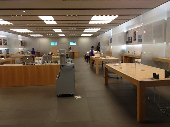 Apple Store, Fukuoka Tenjin se preparando para a chegada do novo iPad