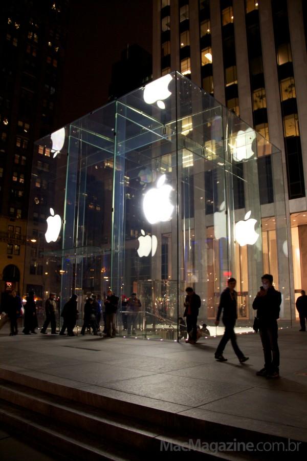 Fila para a chegada do novo iPad