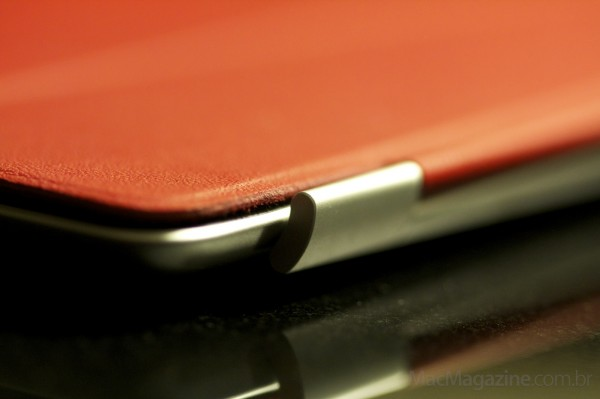 Foto macro do novo iPad com Smart Cover vermelha