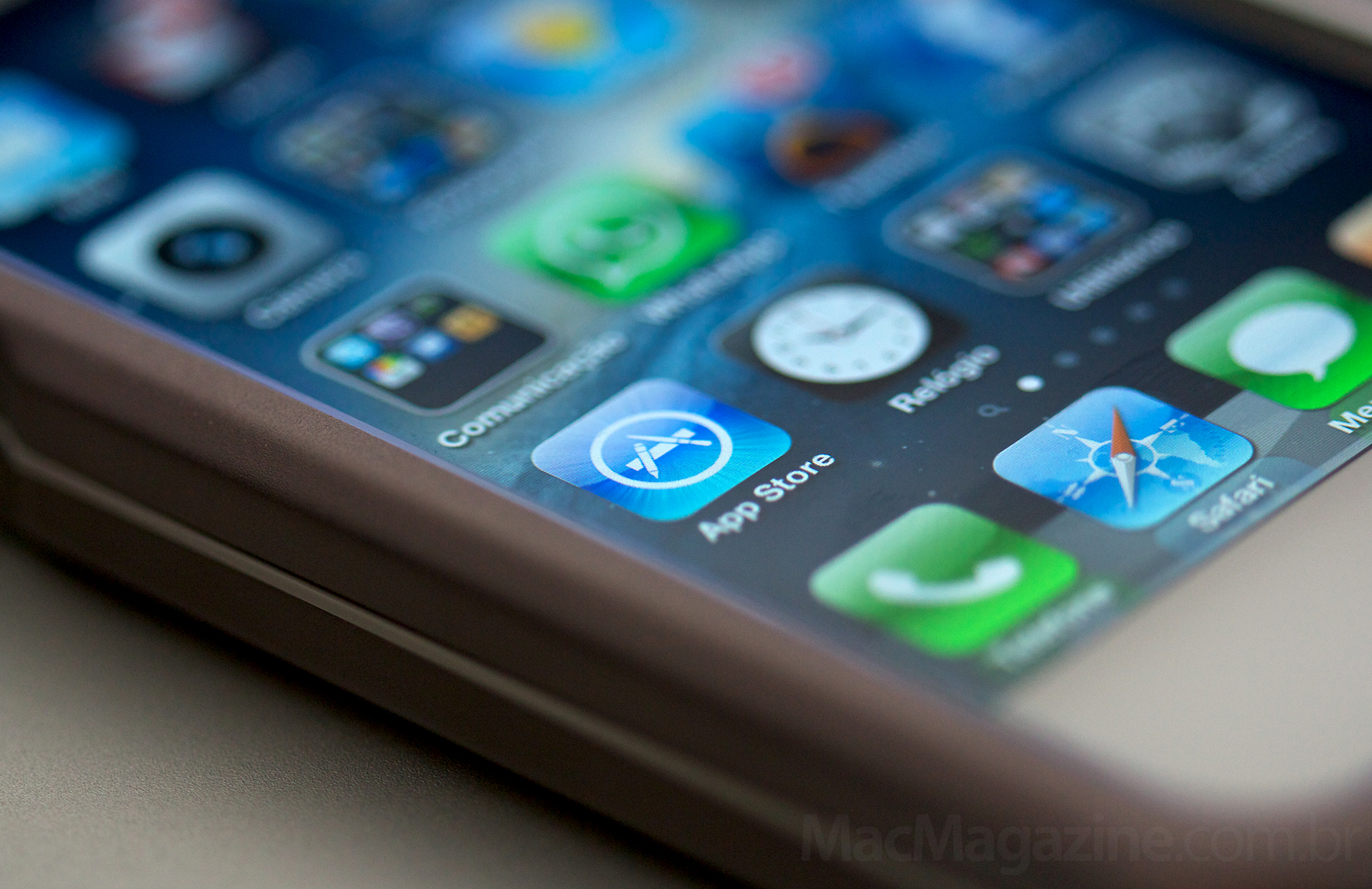 Ícone da App Store num iPhone em close - by MacMagazine