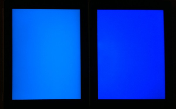 Comparativo de cor (azul) entre o iPad 2 e o novo iPad