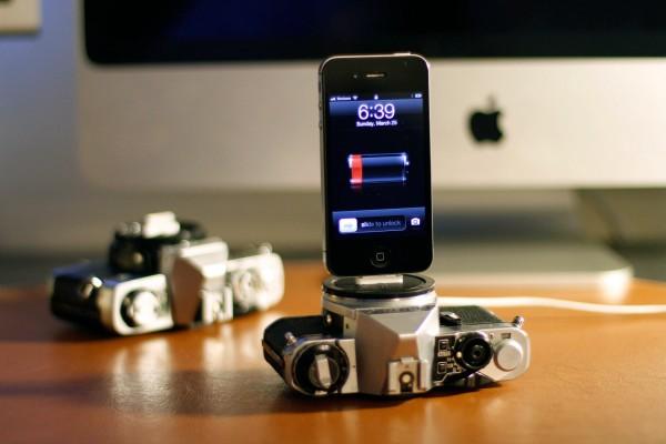 Câmera SLR antiga como dock para iPhone