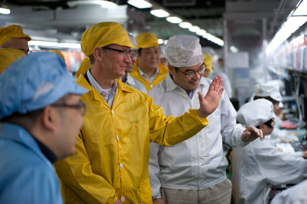 Tim Cook em visita à Foxconn
