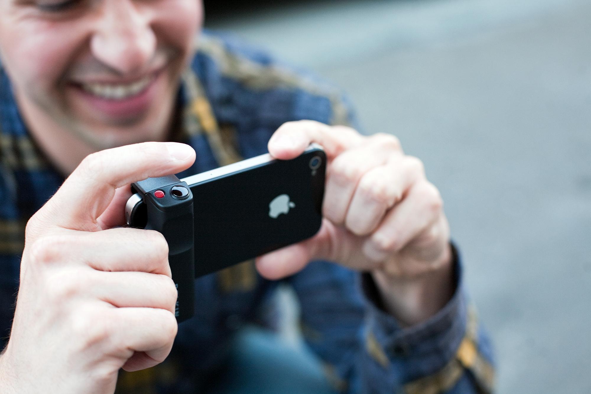 iPhone Shutter Grip, da Photojojo