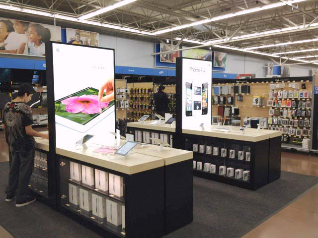 Displays da Apple numa miniloja do Walmart