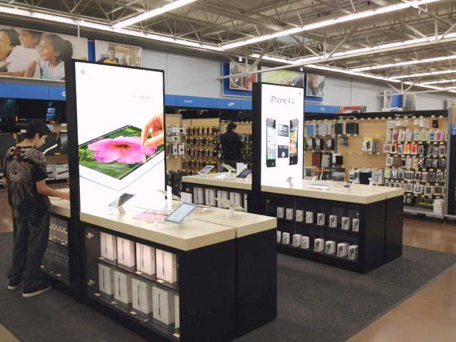 Displays da Apple numa miniloja do Walmart