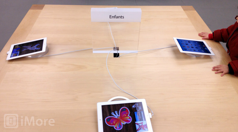 Mesa para crianças com iPads em Apple Retail Store
