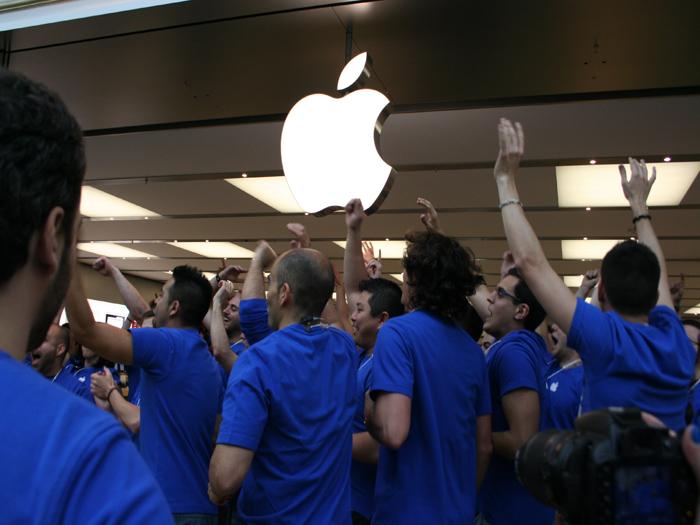 Abertura da Apple Store, Grand Plaza 2