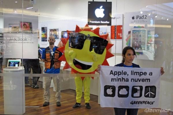 Greenpeace protestando em São Paulo