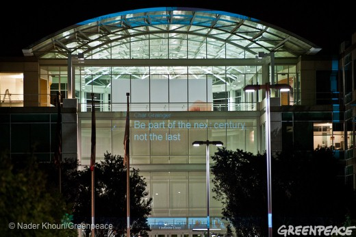 Protesto do Greenpeace no campus da Apple, em Cupertino