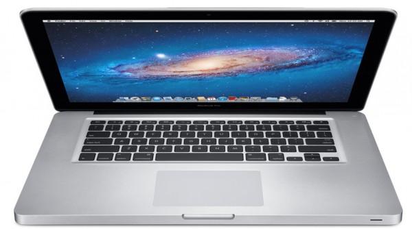 MacBook Pro quase aberto