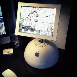 iMac G4 como stand para iPad