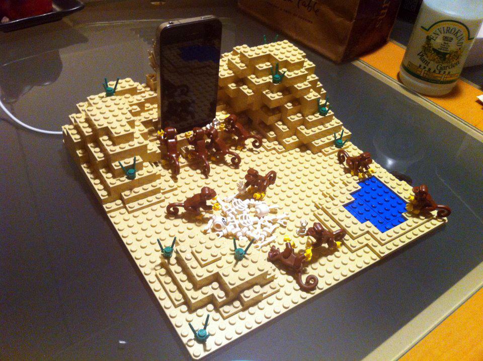 Carregador para iPhone de 2011, feito de LEGO