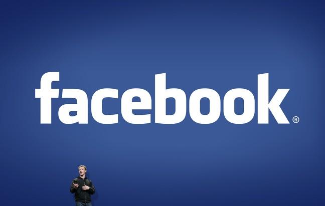 Logo do Facebook ao fundo com Mark Zuckerberg à frente