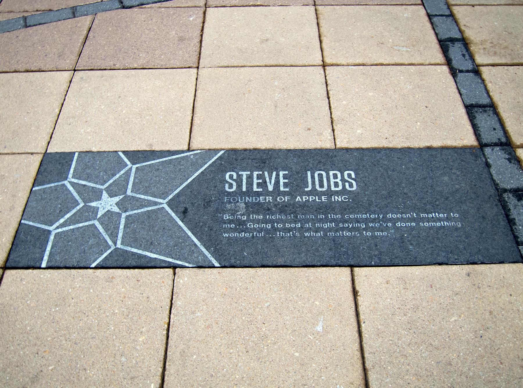 Placa para Steve Jobs no MIT