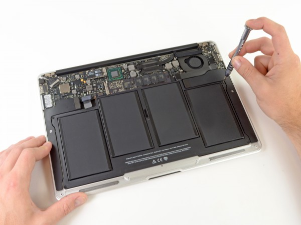 iFixit - MacBook Air de 13 polegadas