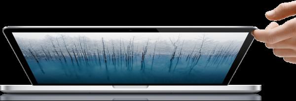 Mão abrindo MacBook Pro com tela Retina