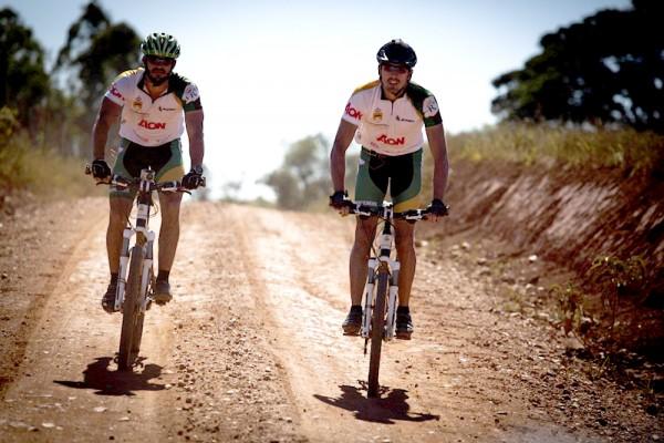 Jaime Vilaseca e Rafael Duarte pedalam na Expedição Miramundos Estrada Real (foto by Flavio Forner - Miramundos)