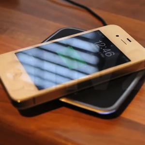 Miniatura do vídeo de carregador para iPhone 4S sem fio