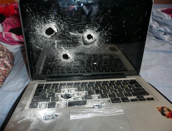MacBook Pro baleado