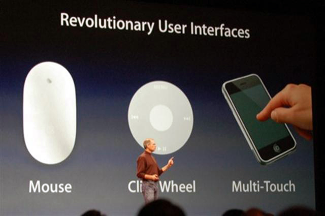Interfaces revolucionárias - Steve Jobs na keynote do iPhone, multi-touch