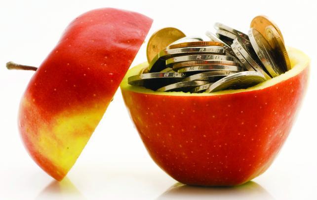 Dinheiro dentro de uma maçã