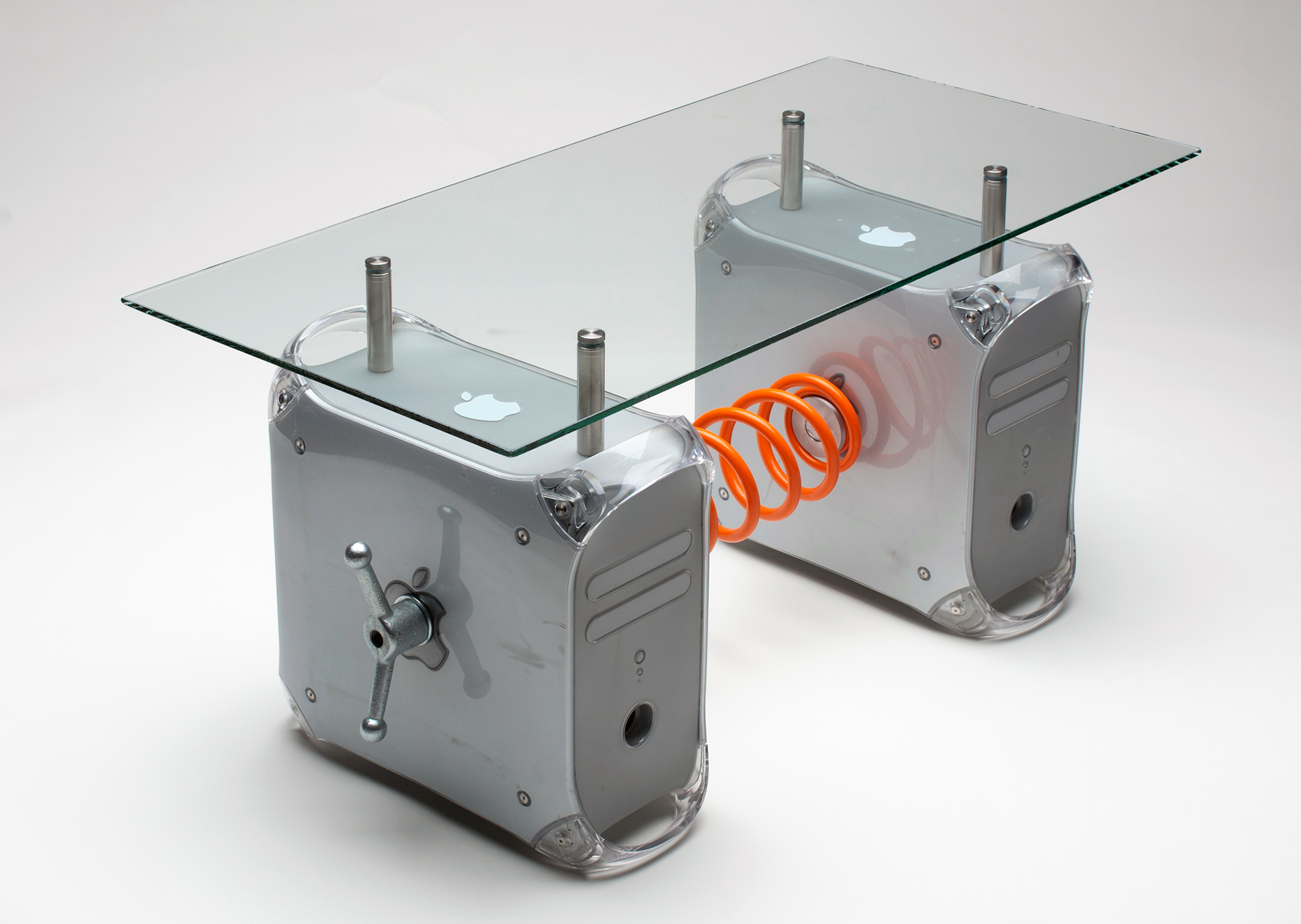 Mesa de centro com Power Mac G4 Quicksilver