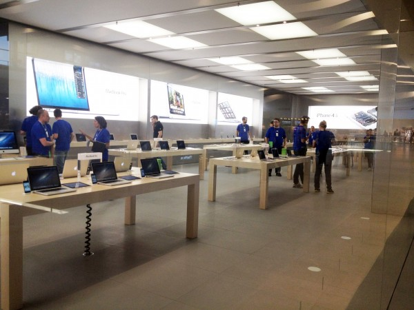 Primeira Apple Retail Store da Suécia, em Täby Centrum